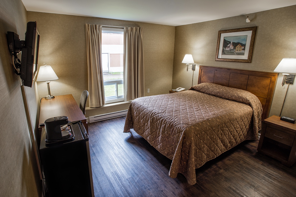 Standard Room One Queen Size Bed Marystown Hotel